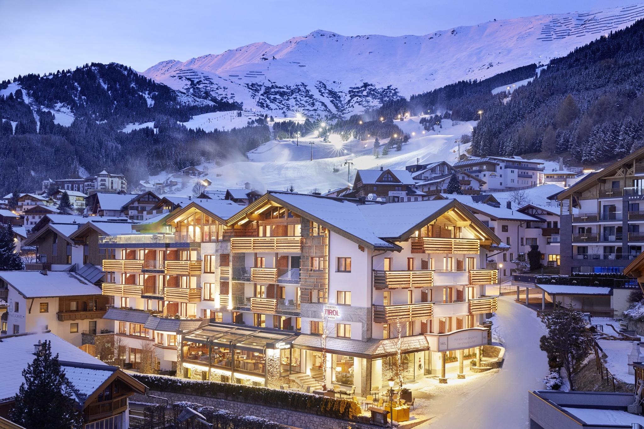 Hotel Tirol Fiss Außenansicht Winter