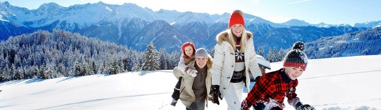Schneeschuhwandern Familie