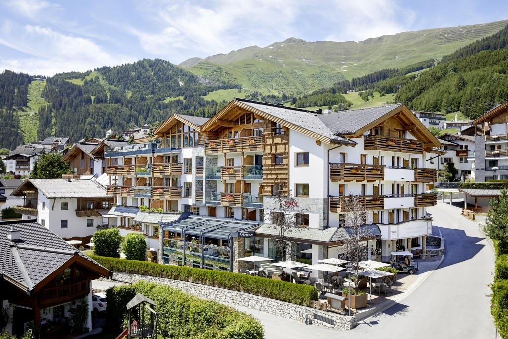 Hotel Tirol im Sommer
