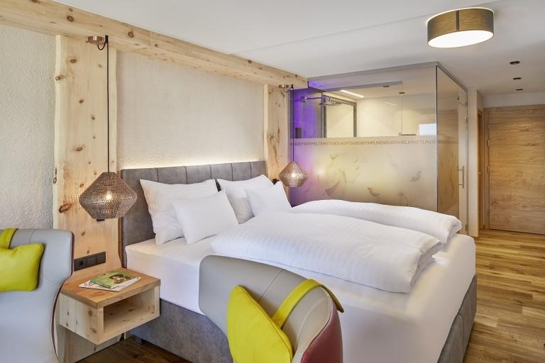 Zimmer Tirolerin Bett