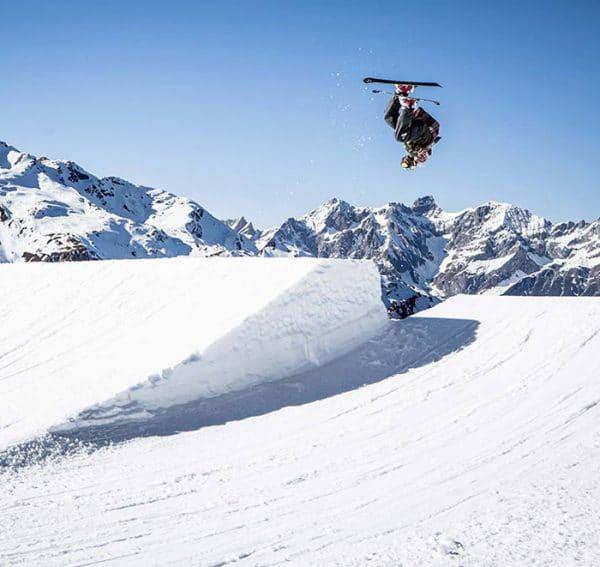 Skifahrer Backflip