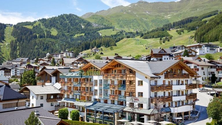 Hotel Tirol außen Sommer